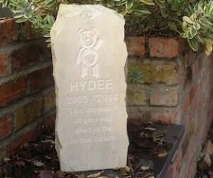 pet-memorial-headstone-for-Hydee