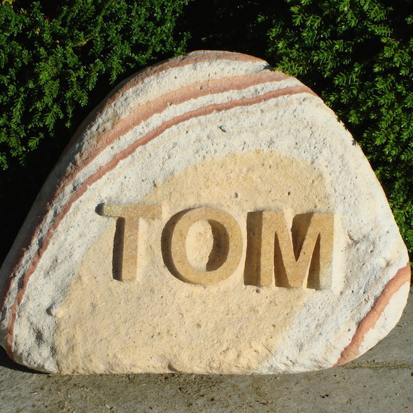 Pet memorials for the garden. A rainbow cobble pet memorial for Tom