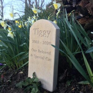 Standing Stone Pet Memorial (5 cm thick) with Curved Top for Tiggy